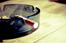 学歴と喫煙率は反比例する!その理由とは?