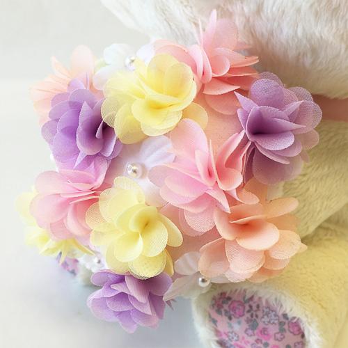 オーガンジー生地で一輪ずつ作られたこだわりのお花♪