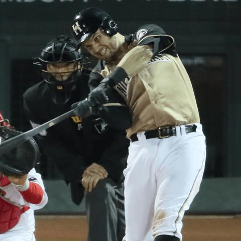 4打数連続本塁打を放った日本ハム・レアード